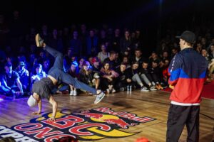 BBOY THOMAZ I BGIRL AGT POLECĄ DO INDII NA RED BULL BC ONE LAST CHANCE CYPHER